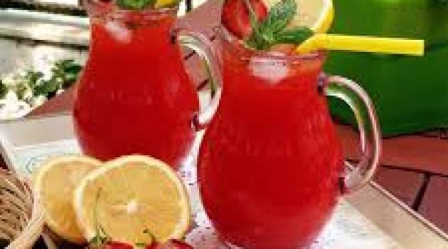 Yaz Sıcağına İyi Gelecek Olan Çilekli Limonata Tarifi