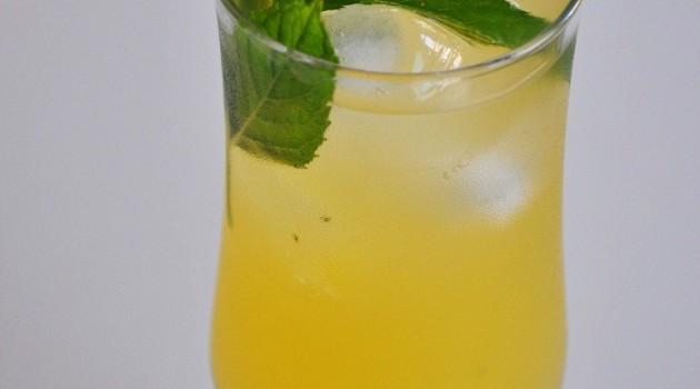Kavuran Sıcaklara Buz Gibi Limonlu Naneli Şerbet