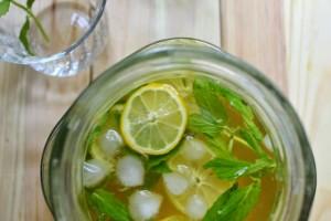 Sağlıklı Yeşil Çay Detoks İçeceği