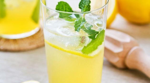Dondurulmuş Limonla Yapılan Limonata Tarifi Çok Seviliyor!